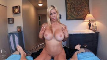 Alexis Fawx - Crush On Stepmom (2020) 1080p